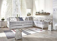 MINEA-sohvasänky, valkoinen. Levitettävä sohvasänky on valkoiseksi maalattua massiivimäntyä.