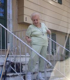 Watch 88-Year-Old Dancing Nana Feole! This def made my day