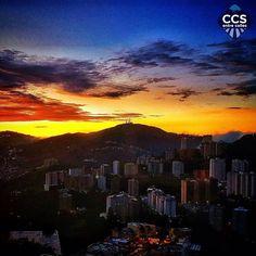 Te presentamos la selección del día: <<AMANECERES>> en Caracas Entre Calles. ============================  F E L I C I D A D E S  >> @christianveron << Visita su galeria ============================ SELECCIÓN @ginamoca TAG #CCS_EntreCalles ================ Team: @ginamoca @huguito @luisrhostos @mahenriquezm @teresitacc @marianaj19 @floriannabd ================ #amanecer #sunrise #Caracas #Venezuela #Increibleccs #Instavenezuela #Gf_Venezuela #GaleriaVzla #Ig_GranCaracas #Ig_Venezuela…
