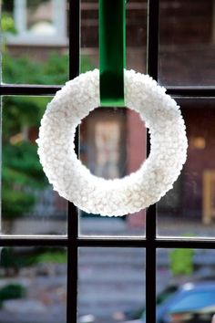 Three steps to creating a gorgeous rock sugar wreath - Chatelaine
