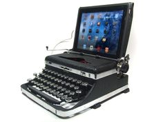 USB Typewriter Computer Keyboard -- Royal Standard c. 1935 This is pretty awesome!