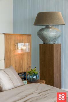 Slaapkamer design met luxe bed   slaapkamer design   bedroom ideas   master bedroom   Hoog.design