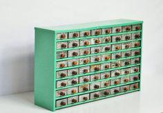 Hey, j'ai trouvé ce super article sur Etsy, chez https://www.etsy.com/fr/listing/167140348/industrial-parts-cabinet-mint-green