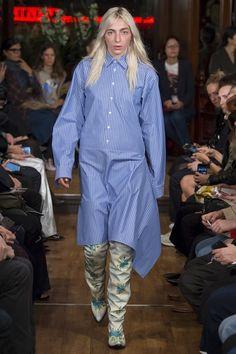 Sfilata Vetements Parigi - Collezioni Primavera Estate 2016 - Vogue