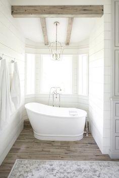 Modern farmhouse bathroom remodel ideas (68)