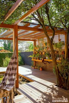 An astounding patio roof, commonly known as pergola provides shelter from sun, wind, and rain. A well-built pergola deck plan amazingly extends the home's… Patio Pergola, Deck With Pergola, Backyard Patio, Pergola Kits, White Pergola, Pergola Swing, Covered Pergola, Pergola Ideas, Outdoor Spaces