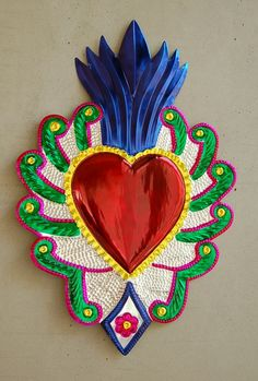 hojalata Mexican Crafts, Mexican Folk Art, Mexican Pattern, Metal Embossing, Mexico Art, Tin Art, High School Art, Arte Popular, Valentines Day Hearts