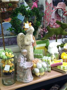We love Easter decorations at Gifts On The Go!