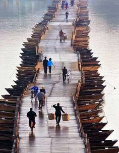 yes-iamredeemed:  Wooden Boats Bridge, China