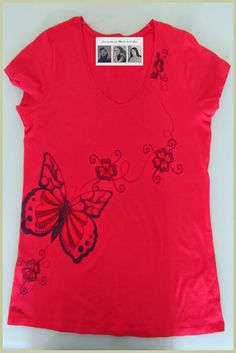 Camiseta personaliada y hecha a mano mariposa y flores