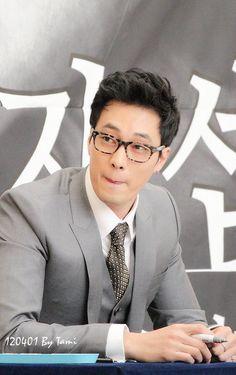 so ji sub So Ji Sub, Drama Korea, Korean Drama, Asian Actors, Korean Actors, Tv Series 2013, Celebrity Smiles, Drama Funny, Jung Hyun