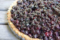 S'il y a une chose de particulièrement plaisant l'été, c'est l'abondance des petits fruits dans les marchés. Et les desserts à base de ... Pie, Desserts, Food, Abundance, Pies, Drinks, Kitchens, Torte, Tailgate Desserts
