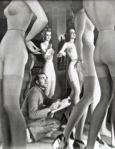 Robert Doisneau - Atelier de Pierre Imans, 1945