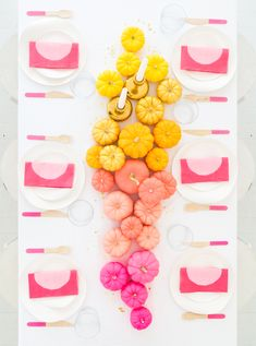 Thanksgiving: Trends for Thanksgiving Parties & Friendsgiving Tables. Step up your hostess game this Thanksgiving with some amazing trends for Thanksgiving Parties and Friendsgiving Tables! Thanksgiving Banner, Thanksgiving Parties, Thanksgiving Crafts, Thanksgiving Decorations, Halloween Decorations, Holiday Parties, Holidays Halloween, Halloween Party, Kids Holidays