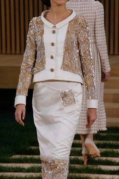 Chanel Spring 2016 Couture Fashion Show Details Style Couture, Couture Details, Fashion Details, Couture Fashion, Only Fashion, Fashion Week, Fashion Show, Chanel Spring 2016, Spring Summer 2016