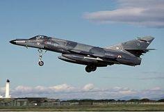 El Dassault-Breguet Super Étendard («Super Estandarte» en francés) es un cazabombardero de tercera generación, que puede ser utilizado desde portaaviones, diseñado en Francia por Dassault-Breguet para la Marina nacional de Francia. También entró en servicio con la Armada Argentina y unos pocos volaron para la Fuerza Aérea Iraquí por un breve periodo en la Guerra Irán-Irak. Tiene más de 30 años de servicio activo, y ha tenido éxito en en Argentina, Irak, Yugoslavia, Afganistán y Libia.