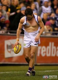 Hayden Ballantyne needing a new jumper Australian Football League, Sports Fights, Rugby Men, Rugby Players, Athletic Men, Football Team, Male Athletes, Guys, Purple