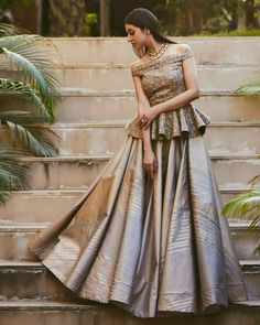 Latest Collection of Lehenga Choli Designs in the gallery. Lehenga Designs from India's Top Online Shopping Sites. Indian Wedding Outfits, Bridal Outfits, Indian Outfits, Dress Wedding, Wedding Hijab, Wedding Reception Gowns, Indian Reception Outfit, Hijab Bride, Wedding Night