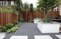 Praktisch tuinontwerp stadstuin, weinig onderhoud, goede tuinverlichting, veel privacy en een mooie schutting, privacy creëren in de nieuwe tuin verband met achterburen, het tuinontwerp moet passen bij de stijl van de woning *we houden van een moderne uitstraling