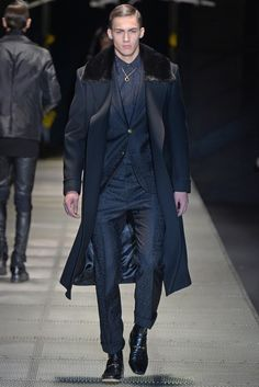 Versace Men's RTW Fall 2015 - Slideshow