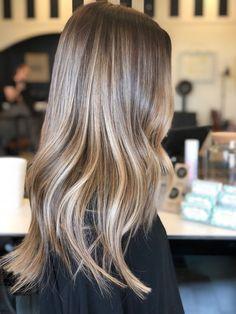 Honey Blonde Hair, Blonde Hair Looks, Blonde Hair With Highlights, Brunette Hair, Carmel Blonde Hair, Brunette Color, Brown Hair Balayage, Hair Color Balayage, Brownish Blonde Hair Color