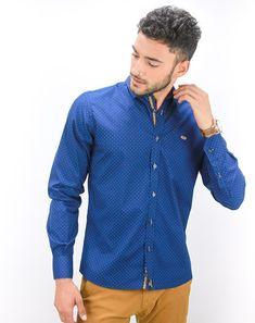 best loved b396a ffddf Camisa hombre color azul marino, estampado lunares y detalles en contraste  color camel, cuello Italiano, cierre mediante botonadura frontal, ...
