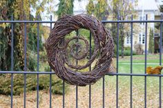 Risuhattutäti: lokakuuta 2014 Willow Weaving, Basket Weaving, Door Wreaths, Grapevine Wreath, Xmas Decorations, Natural Materials, Grape Vines, Fiber Art, Flower Power