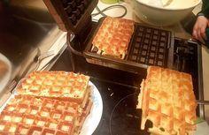mama van vijf: Het recept voor de lekkerste Brusselse wafels Baby Food Recipes, Cake Recipes, Dessert Recipes, Beignets, Waffle Maker Recipes, Pancakes And Waffles, Galette, Sweet Desserts, Healthy Baking