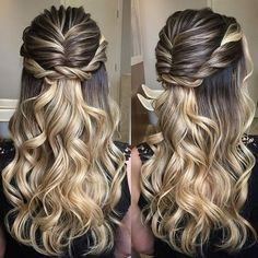 34 Cutest Prom Updos for 2019 - Easy Updo Hairstyles - Style My Hairs Cute Prom Hairstyles, Bride Hairstyles, Curled Hairstyles, Curls For Medium Length Hair, Curly Prom Hair, Braided Half Updo, Simple Ponytails, Long Curls, Brown Blonde Hair