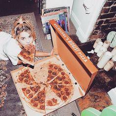 """""""Girls with Gluten"""" – Pizza, Pasta und Pancakes bis zum Umfallen Tunblr Girl, Ma Pizza, Beauty Photography, Pizza Pictures, Pizza Photo, Pizza Girls, Food Porn, Insta Photo Ideas, Inspiration"""