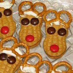 nutter butter cookie decorated for christmas | Have a Nutter Butter reindeer cookie day (Video) - Mobile Cooking ...