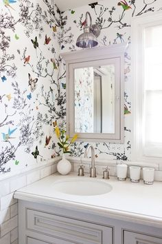 Butterfly wallpaper in bathroom with small floral arrangement print wallpaper, butterfly print, small bathroom Small Bathroom Wallpaper, Kitchen Wallpaper, Bathroom Wall Decor, Bathroom Styling, Bathroom Storage, Master Bathroom, Bedroom Wallpaper, Bathroom Ideas, Bathroom Small