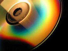 İnteraktif CD'nin çoğaltılıp, dağıtılması firmalar için hızlı ve ekonomik bir çözüm sağlamaktadır.  İnteraktif tanıtım CD'si ile ihtiyaçlar doğrultusunda çoğaltılıp, reklam ihtiyaçlarını doğrultusun da dünyanın dört bir noktasına ulaştırılabilir.  İnteraktif CD, firmalara zamandan ve kaynaktan tasarruf sağlamış olmaktadır. İnteraktif CD'nin güncellenebilir olması da, yeniliklerinizi daima entegre edebileceğiniz için bir başka faydası olarak söyleyebiliriz.