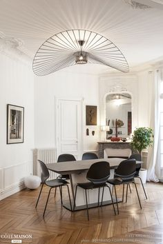 75 inspirations to decorate a Haussmannian apartment Style At Home, French Style Homes, Paris Apartment Decor, French Decor, Home Living, Home Fashion, Decor Styles, Sweet Home, Room Decor