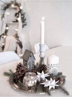 Easy And Simple Christmas Table Centerpieces Ideas For Your Dining Room 16 Classy Christmas, Noel Christmas, White Christmas, Christmas Lights, Beautiful Christmas, Christmas Design, Country Christmas, Christmas Ornaments, Christmas Table Centerpieces