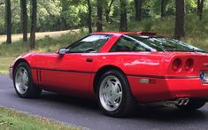 It really hadn't occurred to me until I read this listing description for a 1989 Chevrolet Corvette, but the are an interesting year: they preserved the classic styling cues before the Corvette adopted a more rounded look,. 1996 Corvette, Chevrolet Corvette C4, Corvette Zr1, Pontiac Gto, Chevy, Cheap Sports Cars, Lifted Ford Trucks, Bugatti Veyron, Land Rover Defender