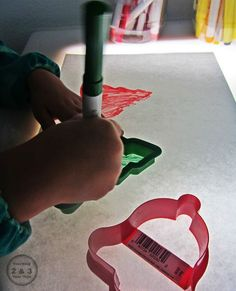 Teaching 2 and 3 Year Olds: Over 25 Light Table Activities for Preschool - school outfits Table Activities For Toddlers, Color Activities, Preschool Activities, Family Activities, Preschool Christmas, Christmas Activities, Christmas Themes, Holiday Crafts, Holiday Ideas
