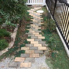 Garden Yard Ideas, Side Garden, Garden Paths, Garden Projects, Garden Art, Garden Design, Green Garden, Brick Garden, Garden Stepping Stones