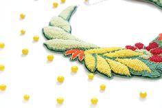 Collana di perline verde perle di seme giallo colorato