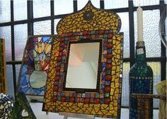 Resultado de imagen para moroccan jewelry boxes Mirror Mosaic, Mosaic Art, Moroccan Jewelry, Wicker, Stained Glass, Jewelry Box, Diy And Crafts, Mosaic Ideas, Boxes