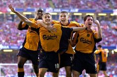 Steven Gerrard celebrates with team-mates in the FA Cup final in 2001 Liverpool Legends, Liverpool Players, Liverpool Football Club, Liverpool Fc, Football Team, Stevie G, Michael Owen, European Soccer, Fa Cup Final