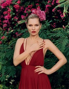 Kate Moss in a red dress with plunging neckline // Photo: Venetia Scott #style #fashion