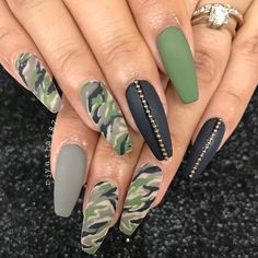If your boyfriend or husband is a glorious soldier, I& sure you& like camouflage nail designs or camo nail designs. These are perfect attempts to use Camouflage Nail Design in another modern style. If you also like camouflage nail designs, look Best Acrylic Nails, Summer Acrylic Nails, Nail Swag, Gorgeous Nails, Pretty Nails, Army Nails, Military Nails, Camo Nail Designs, Green Nail Designs