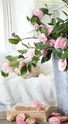 9 Ideas for creating foraged arrangements - French Country Cottage Fresh Flowers, Beautiful Flowers, Camellia Tree, Spring Branch, Vibeke Design, Leafy Plants, French Country Cottage, Rose Cottage, English Roses