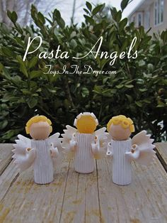 How To Make A Pasta Angel Or Macaroni Angel Leah Minter Does This For Jake haha Source Christmas Pasta, Christmas Angel Ornaments, Homemade Christmas, Christmas Tree Decorations, Christmas Poinsettia, Crochet Christmas, Christmas Crafts For Kids To Make, Xmas Crafts, Christmas Projects