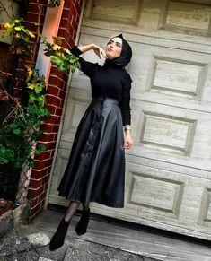 Pin on Muslim fashion Pin on Muslim fashion Modern Hijab Fashion, Street Hijab Fashion, Hijab Fashion Inspiration, Islamic Fashion, Muslim Fashion, Modest Fashion, Modern Abaya, Hijab Style Dress, Hijab Chic