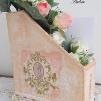 Porta papéis feito de caixa de papelão, papietagem e decoupagem!