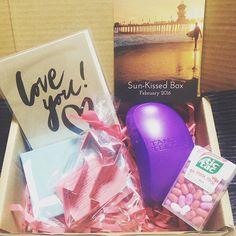楽しみに待ってた #SunKissedBox が届いたよ〜♡ 最近気になってた #tangleteezer がたまんないわ、Sun Kissed Box✨ずっと食べたかったtic tac入ってるしさー‼︎ アクセサリートレイもめちゃくちゃ可愛いし♡ 今月かなり出費あったからまたAprilオーダーしようかな♬詳細はブログに書きまーす‼︎ Thanks @sunkissedbox  http://jessievida.blogspot.jp/2016/02/sun-kissed-boxwhats-in-my-sun-kissed-box.html?m=1