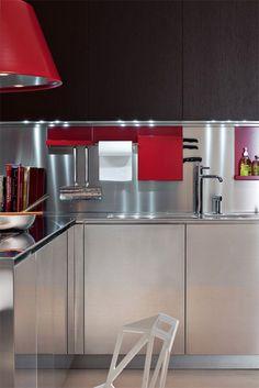 Cada material elegido para la cocina, cuenta con un color y una textura, que podrá reflejar en mayor o menor medida la luz que reciba, tanto si es natural como artificial.