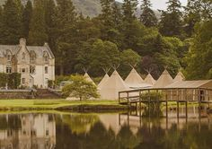 P A P A K A T A _ As well as their stunning sperry tents @papakata have graced manicured lawns rolling hills picturesque valleys & wide-open vistas with their magical katas; scandi inspired Sami teepees. Over the next couples of weeks I will be visiting various outdoor locations with one of my 2018 couples where we plan to work alongside Papakata to create the woodland wedding of their dreams. Click on the link in my bio  to discover how my outdoor wedding planning service means you can have…